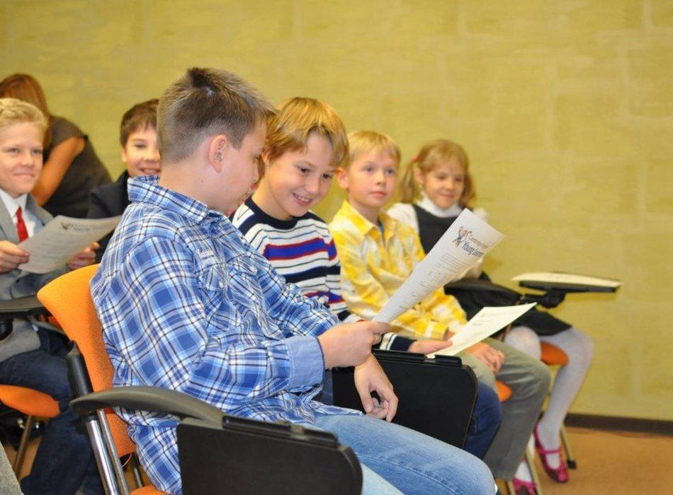 fotografii s ceremonii nagrazhdenija diplomami yle tests uchenikov elc1