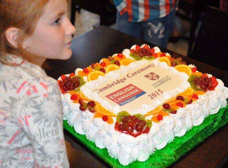 fotografii s ceremonii nagrazhdenija diplomami yle tests uchenikov elc3